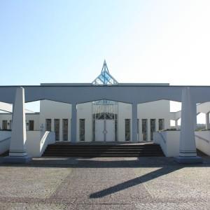 Trauerhalle Frontansicht Gebäude Bestattungen Richter